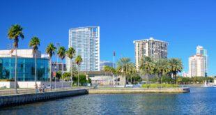 Holidays Lounge Invites Members to Visit Florida