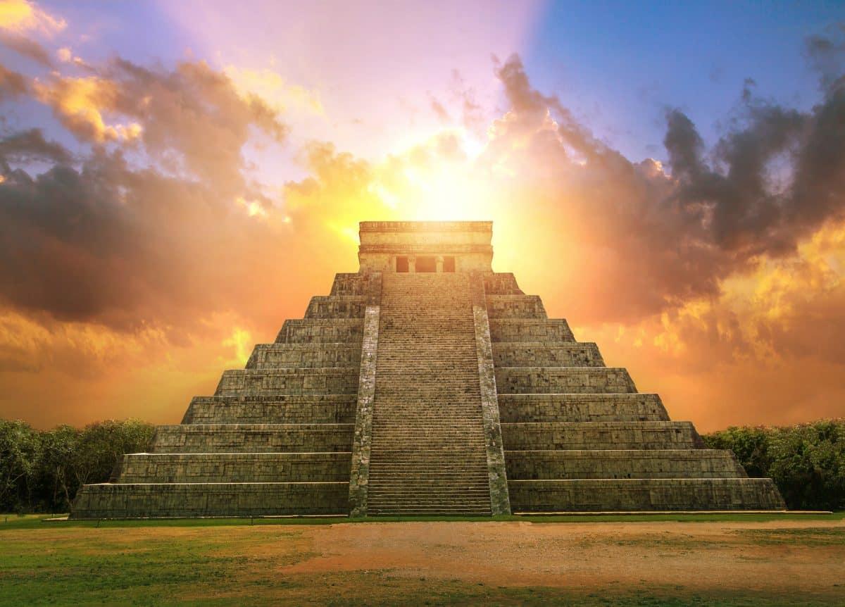 Chichen Itza, Mayan Pyramid of Kukulcan El Castillo at sunset