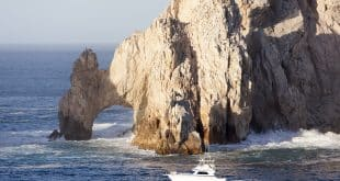 rock arch of Cabo San Lucas resort town