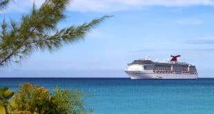 Cruise ship by Vacation Store Aruba