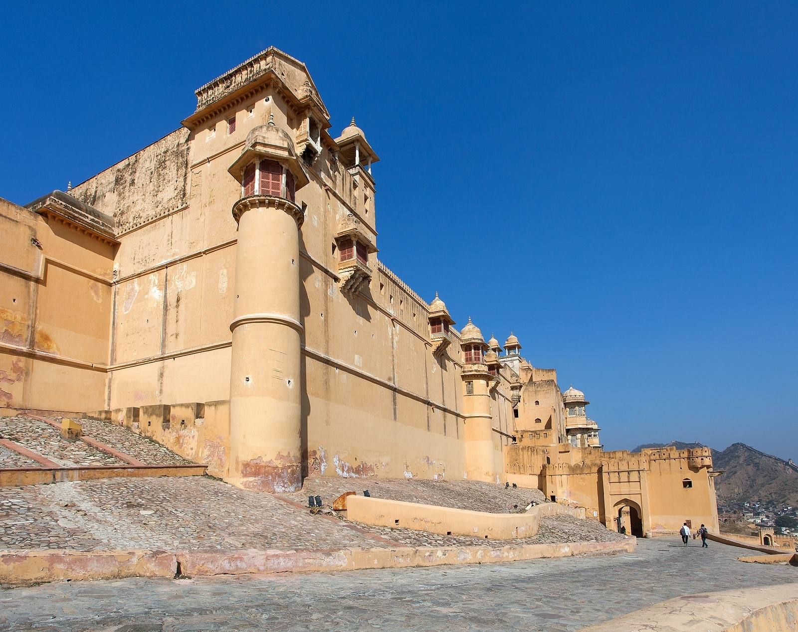 Best places to visit India Amber fort near Jaipur city