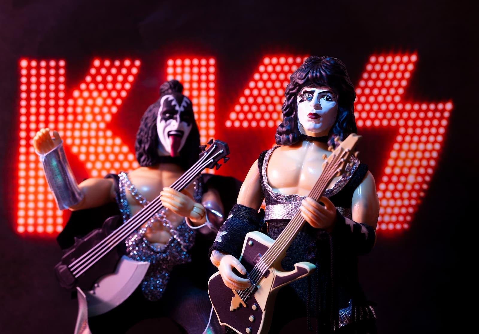 David Lee Roth says KISS Off to Gene Simmons
